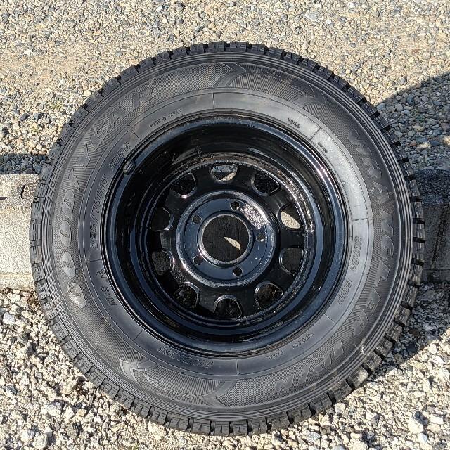 Goodyear(グッドイヤー)のタイヤ スタットレス ホイール デイトナ GOODYEAR 225/70R15 自動車/バイクの自動車(タイヤ・ホイールセット)の商品写真