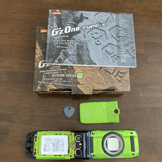 カシオ(CASIO)のG'z One TYPE-X CAY01SGA グリーン(携帯電話本体)