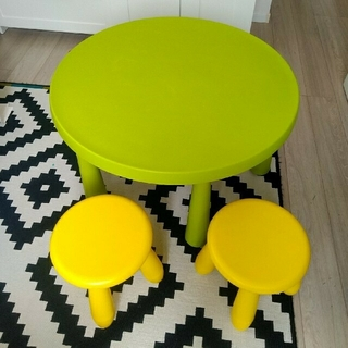 イケア(IKEA)のIKEA 子ども用テーブル&イス2脚(ローテーブル)