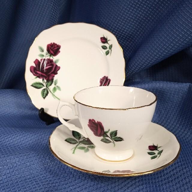 ROYAL ALBERT(ロイヤルアルバート)の英国製ロイヤルオズボーンRed Rose ティートリオ インテリア/住まい/日用品のキッチン/食器(食器)の商品写真