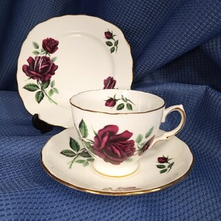 ロイヤルアルバート(ROYAL ALBERT)の英国製ロイヤルオズボーンRed Rose ティートリオ(食器)