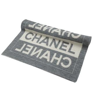 シャネル(CHANEL)のシャネル ストール ロゴ ショール グレー オフホワイト 40800070343(マフラー/ストール)