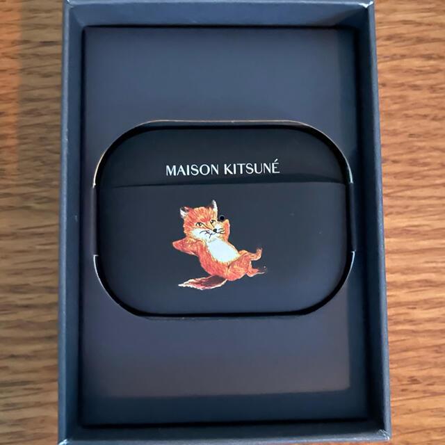 MAISON KITSUNE'(メゾンキツネ)のメゾンキツネ Maison Kitsune AirPods Proケース スマホ/家電/カメラのスマホアクセサリー(モバイルケース/カバー)の商品写真