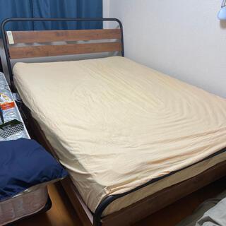ベッドフレーム、コアラマットレスのセット(ダブルベッド)