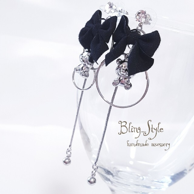 シルバー サークル ブラック リボン クマ アシメ ロング ピアス イヤリング ハンドメイドのアクセサリー(ピアス)の商品写真
