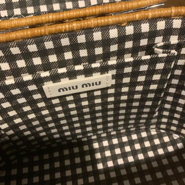 miumiu(ミュウミュウ)の専用です。購入不可 レディースのバッグ(かごバッグ/ストローバッグ)の商品写真