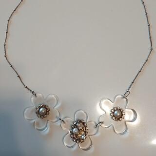 マーキュリーデュオ(MERCURYDUO)のマーキュリーデュオ フラワーネックレス ネックレス お花ネックレス アクセ 透明(ネックレス)