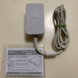 エヌティティドコモ(NTTdocomo)のdocomo ACアダプタ 05(変圧器/アダプター)