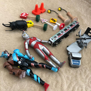 ボーネルンド(BorneLund)の仮面ライダービルド、ウルトラマン、ジク・ヘリコプター輸送トレーラー、電車模型など(電車のおもちゃ/車)