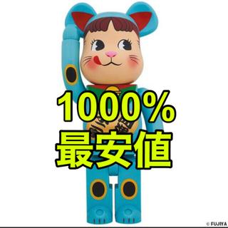 メディコムトイ(MEDICOM TOY)の完全未開封 BE@RBRICK 招き猫ペコちゃん 青蓄光1000%(その他)
