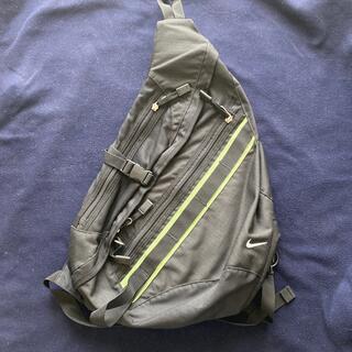NIKE - Nikeナイロン製ワンショルダーバッグ黒色に黄緑色のライン良品