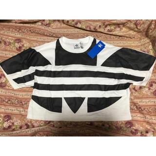 アディダス(adidas)のadidas ロゴTシャツ レディース ショート丈 ブラック ホワイト 白黒ヨガ(Tシャツ(半袖/袖なし))