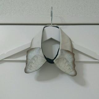 ボシュプルメット(bortsprungt)のA.li.E 蝶の付け襟(つけ襟)