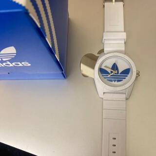 アディダス(adidas)の【美品箱付き】adidas 時計 ホワイト 腕時計(腕時計(アナログ))