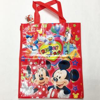 ディズニー(Disney)の【新品】Disney 不織布トートバッグ 赤(レッスンバッグ)