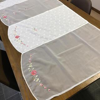 可愛い刺繍のマルチカバー(ソファカバー)