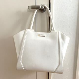チャールズアンドキース(Charles and Keith)のハンドバッグ A4サイズ 大きめ カバン チャールズアンドキース 白 ホワイト(トートバッグ)