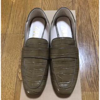 ザラ(ZARA)のZARA   カーキ型押しローファー 36(ローファー/革靴)