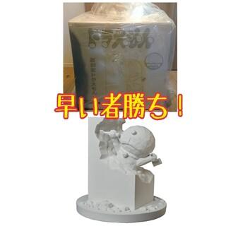 メディコムトイ(MEDICOM TOY)の【値下げ!】彫刻家ドラえもん White Ver. 藤子不二雄 メディコムトイ(彫刻/オブジェ)