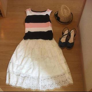 ザラ(ZARA)の白総レーススカート(ひざ丈スカート)