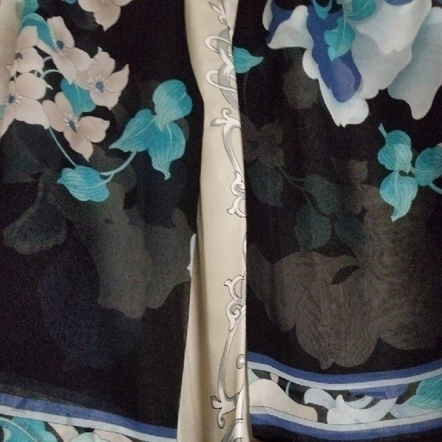 LEONARD(レオナール)の【週末価格】未使用 レオナール パリ シルク ストール兼ポンチョ スカーフ レディースのファッション小物(マフラー/ショール)の商品写真