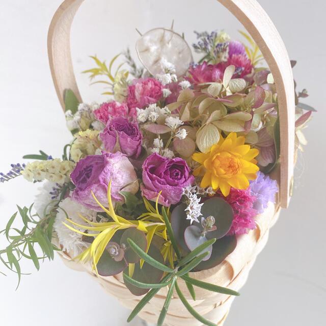 ドライフラワー フラワーバスケット 花籠 母の日にも ハンドメイドのフラワー/ガーデン(ドライフラワー)の商品写真
