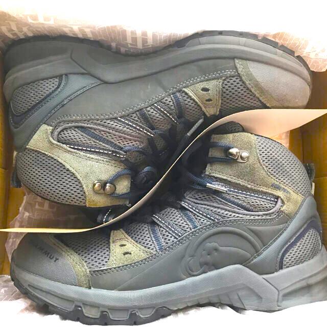 Mammut(マムート)のまな様専用 MAMMUT トレッキングシューズ GORE-TEX 登山靴 27 スポーツ/アウトドアのアウトドア(登山用品)の商品写真