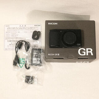 リコー(RICOH)の【ほぼ新品】RICOH GR III GR3 リコー 付属品完備(コンパクトデジタルカメラ)