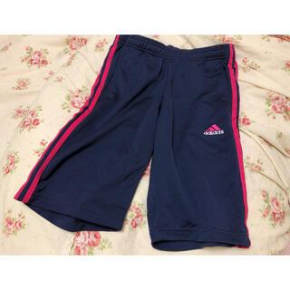 アディダス(adidas)のパンツ(ハーフパンツ)