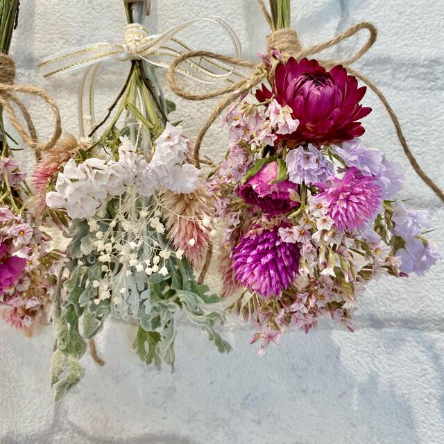 ドライフラワー スワッグ ガーランド❁227母の日ギフト♪ピンク薔薇 白 花束 ハンドメイドのフラワー/ガーデン(ドライフラワー)の商品写真