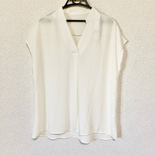 ジーユー(GU)の新品・タグ付き✨GU ジーユー スキッパー チュニック シャツ 半袖 無地(チュニック)