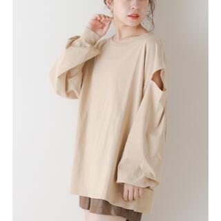 フーズフーチコ(who's who Chico)のオープンショルダールーズロンT ベージュ 新品未使用 フーズフーチコ(Tシャツ(長袖/七分))