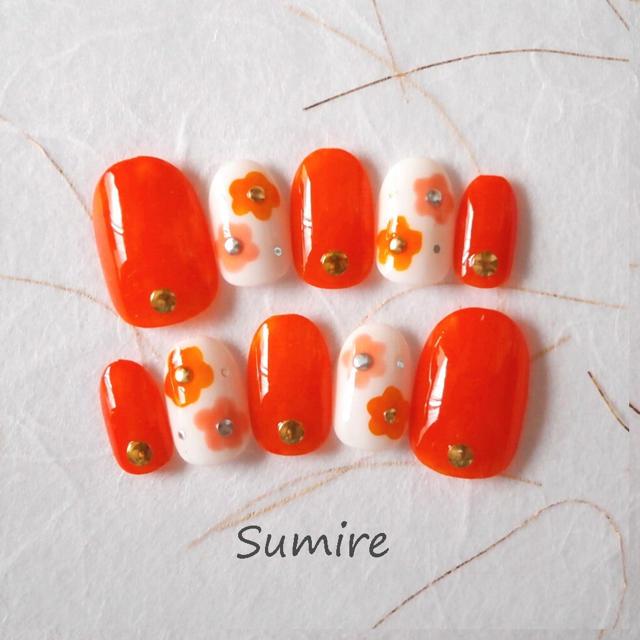 ネイルチップデイジー オレンジ ハンドメイドのアクセサリー(ネイルチップ)の商品写真