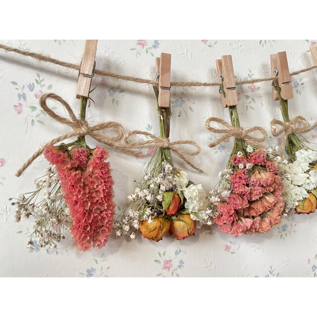 オレンジバラとかすみ草のホワイトドライフラワーガーランド♡スワッグ♡ミニブーケ ハンドメイドのフラワー/ガーデン(ドライフラワー)の商品写真