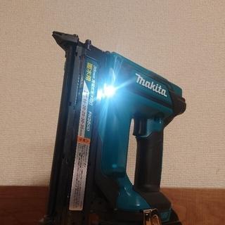 マキタ(Makita)のマキタ 18V 新品 充電式面木釘打 FN350D(工具/メンテナンス)