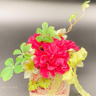 【粘土で作る枯れないお花】カーネーションアレンジ〜赤〜(その他)
