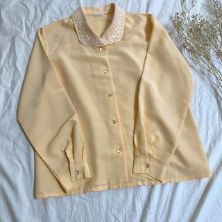 グリモワール(Grimoire)の古着《オーガンジー刺繍衿ブラウス》パステルオレンジ 春 花刺繍 レトロ(シャツ/ブラウス(長袖/七分))