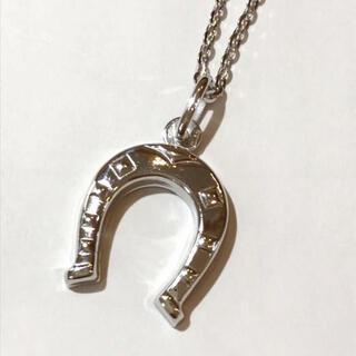 ウノアエレ(UNOAERRE)の美品 ウノアエレ 18kwg 馬蹄 ネックレス ペンダント チェーン付き(ネックレス)