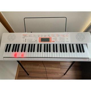 カシオ(CASIO)の台付説明書付カシオ LK123 光ナビゲーション 電子キーボード 電子ピアノ (電子ピアノ)