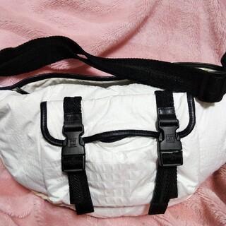 シャネル(CHANEL)のCHANEL クロコ型押し 男女兼用 ブラック✕ホワイト スポーツ 斜め掛け(ショルダーバッグ)
