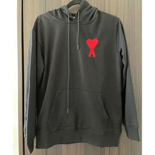 アクネ(ACNE)の新品タグ付き ami パーカー 赤いハートロゴ ユニセックス 黒(パーカー)