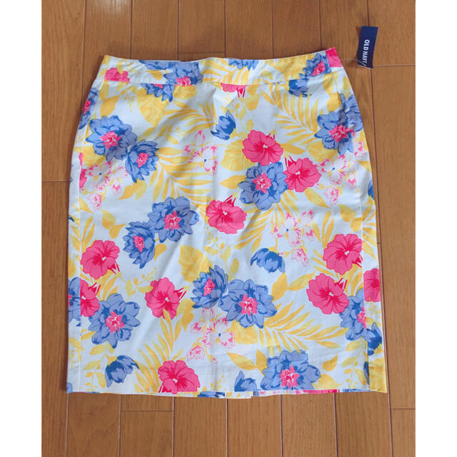 Old Navy(オールドネイビー)の花柄スカート スポーツ/アウトドアのゴルフ(ウエア)の商品写真