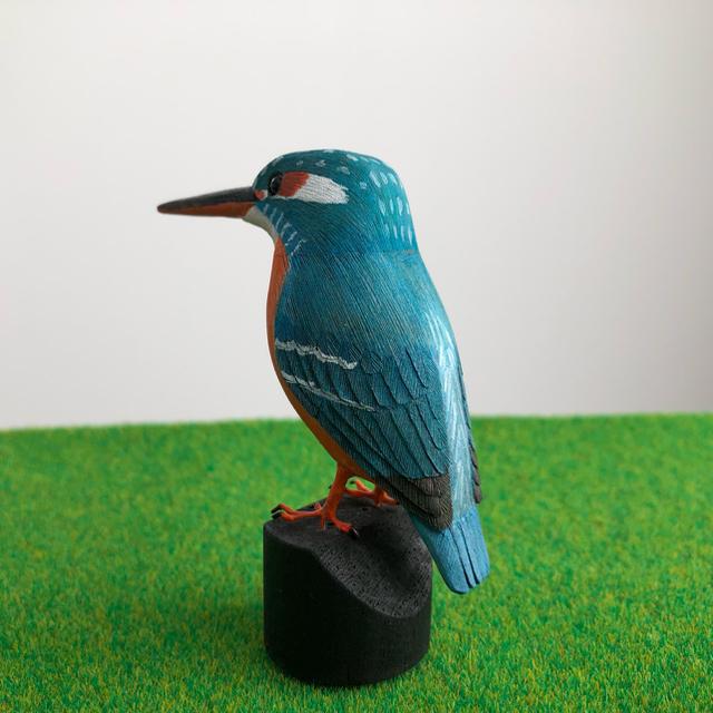 野鳥彫刻 カワセミ メス 作者ituo エンタメ/ホビーの美術品/アンティーク(彫刻/オブジェ)の商品写真