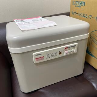 タイガー(TIGER)の13年製 タイガー 餅つき機 「力じまん」 二升 型番SMG-3604-CR(調理機器)