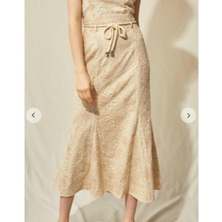 Lily Brown - 新品タグ付き LilyBrown 刺繍レースマーメイドスカート