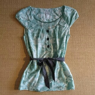 エイチアンドエム(H&M)のh&m ブラウス  鶯色 でかわいい♪xs 32 (シャツ/ブラウス(半袖/袖なし))