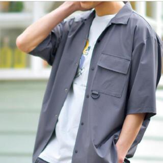 シマムラ(しまむら)の開衿シャツ ビッグシルエット しまむら Mサイズ メンズ 濃灰 新品 タグ付き(シャツ)