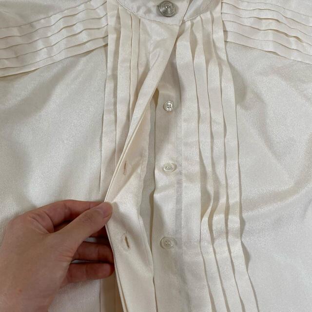Grimoire(グリモワール)のVintage古着《シルバーボタンスタンドカラーブラウス》オフホワイト モダン レディースのトップス(シャツ/ブラウス(長袖/七分))の商品写真