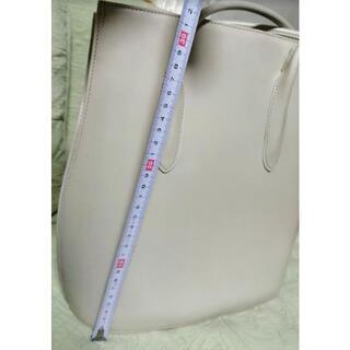 アイボリー色 かっちり型 革の王様コードバン最高級バッグ 革の厚み魅力(ハンドバッグ)