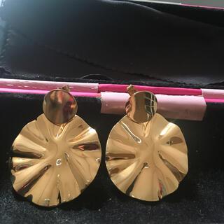 ローズバッド(ROSE BUD)のハンドメイド ピアス ゴールドカボション×ゴールドプレートフラワー SMELLY(ピアス)
